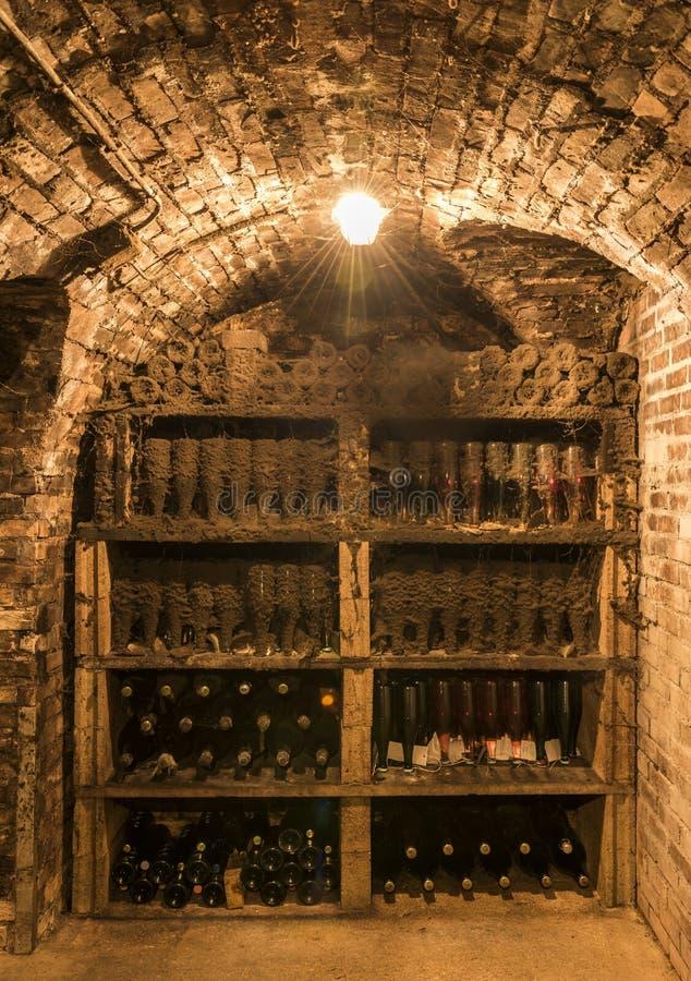 Oude Flessen in Champagne Ludes royalty-vrije stock fotografie