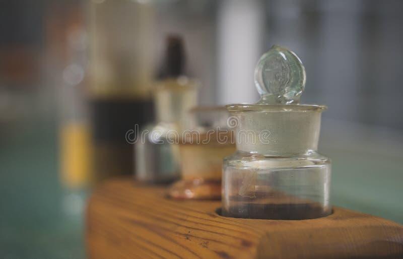 Oude flessen stock afbeeldingen