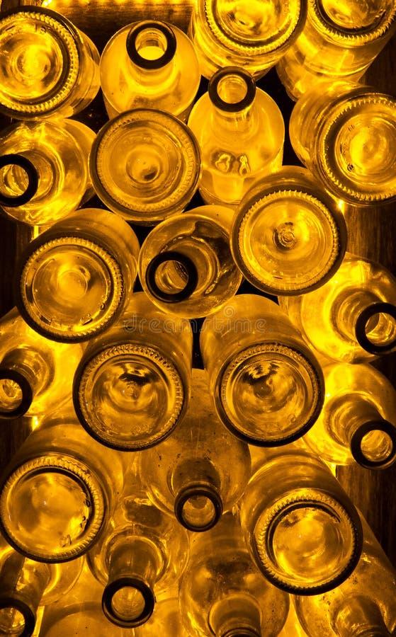 Oude flessen rum   Geel/gouden licht royalty-vrije stock afbeeldingen