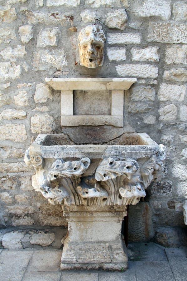 Oude fontein royalty-vrije stock fotografie