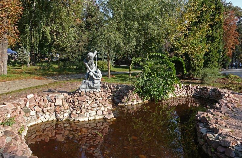 Oude fontein in het Shevchenko-park in Kiev royalty-vrije stock afbeeldingen
