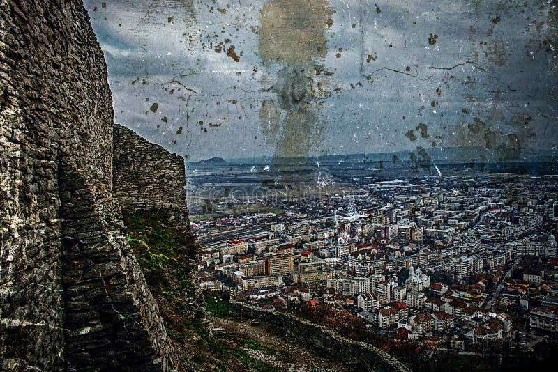 Oude foto met luchtmening van stad Deva, Roemenië stock foto