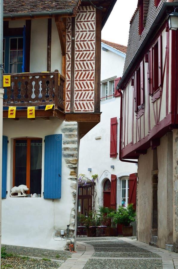 Oude Franse stad Salies DE Bearn stock afbeeldingen