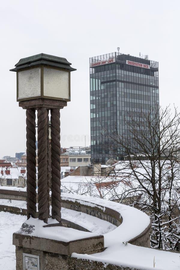 Oude gaslamp in Hogere stad in Zagreb, Kroatië royalty-vrije stock foto's