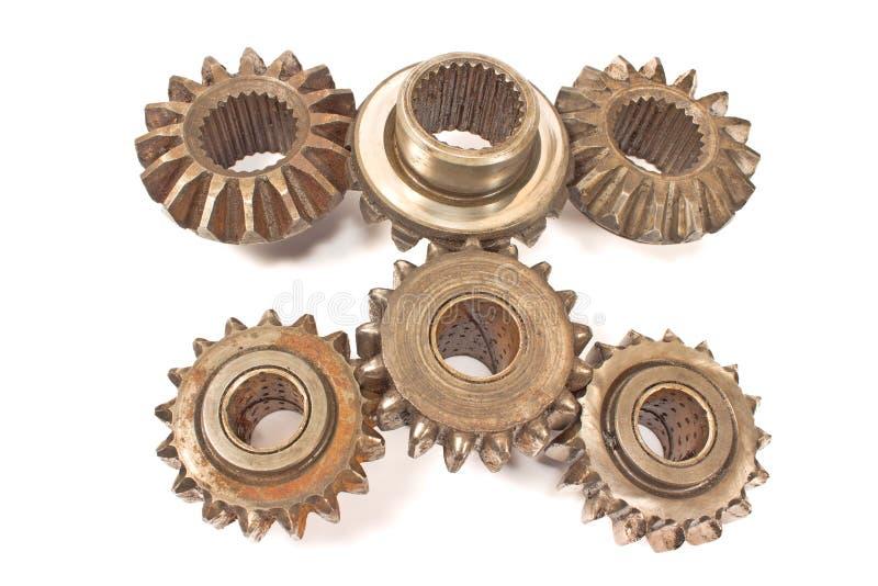 Oude geïsoleerde metaalradertjes stock afbeelding