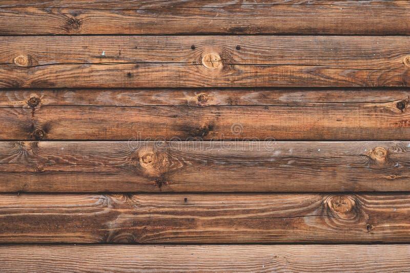 Oude gebarsten houten raad, bruine planken Oppervlakte van sjofel doorstaan parket Bosrijke grungeoppervlakte, rustieke schuur Vu stock foto