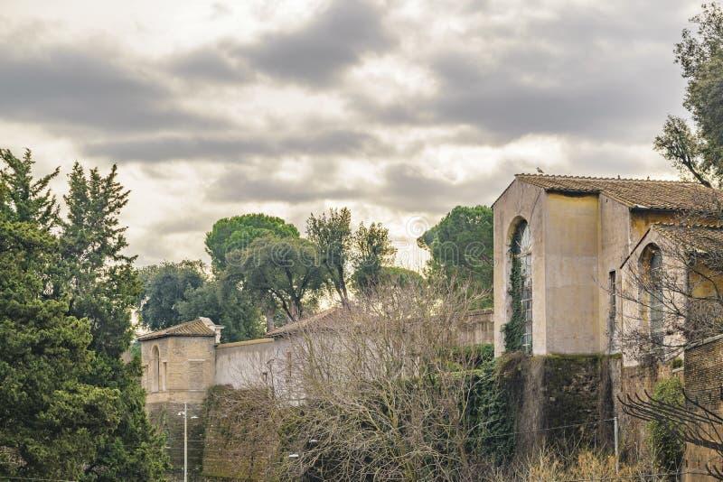 Oude Gebouwen, het Park van Villaborghese, Rome, Italië stock afbeelding