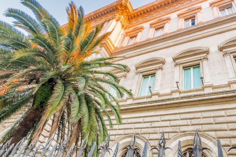 oude gebouwen langs de straten van Rome royalty-vrije stock afbeelding