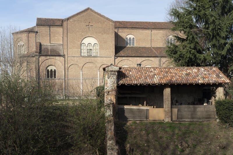 Oude gebouwen langs het kanaal Martesana in Groppello, Milaan royalty-vrije stock afbeelding