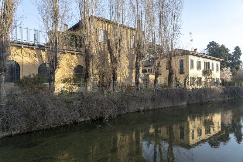 Oude gebouwen langs het kanaal Martesana, Milaan royalty-vrije stock fotografie