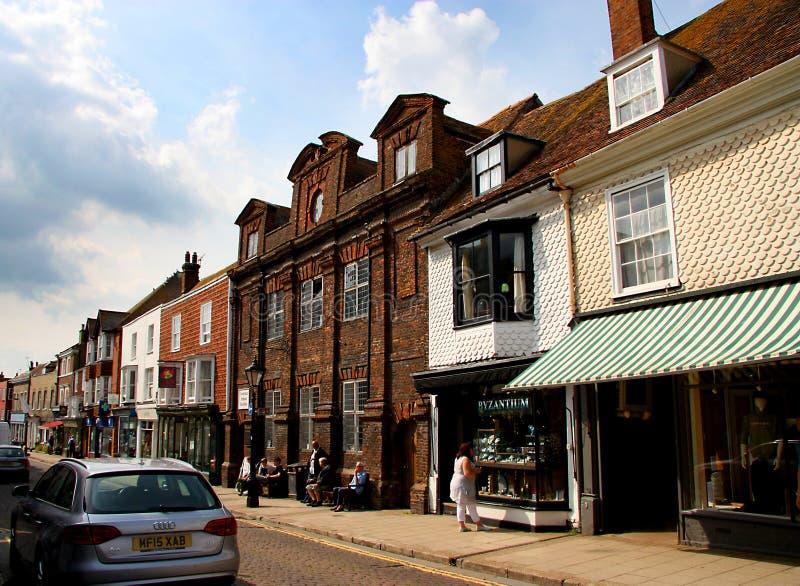 Oude gebouwen langs straat in Rogge Oost-Sussex royalty-vrije stock afbeelding