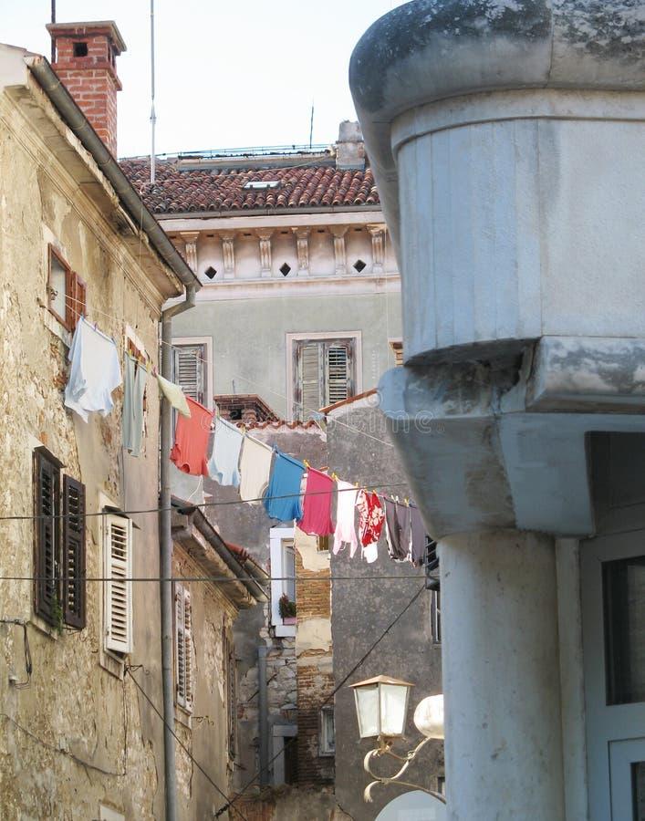 Oude gebouwen op de oude straat van Rovinj, Kroatië, Europa stock foto