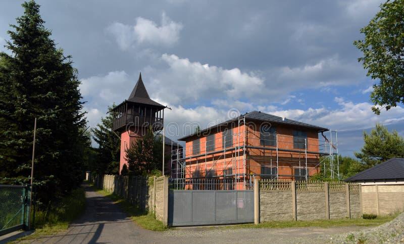 Oude gebouwen in Panenska-dorp stock foto