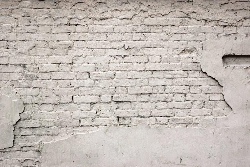 Oude Gebroken Beschadigde Gepleisterde Geschilderde Witte Bakstenen muurachtergrond stock foto