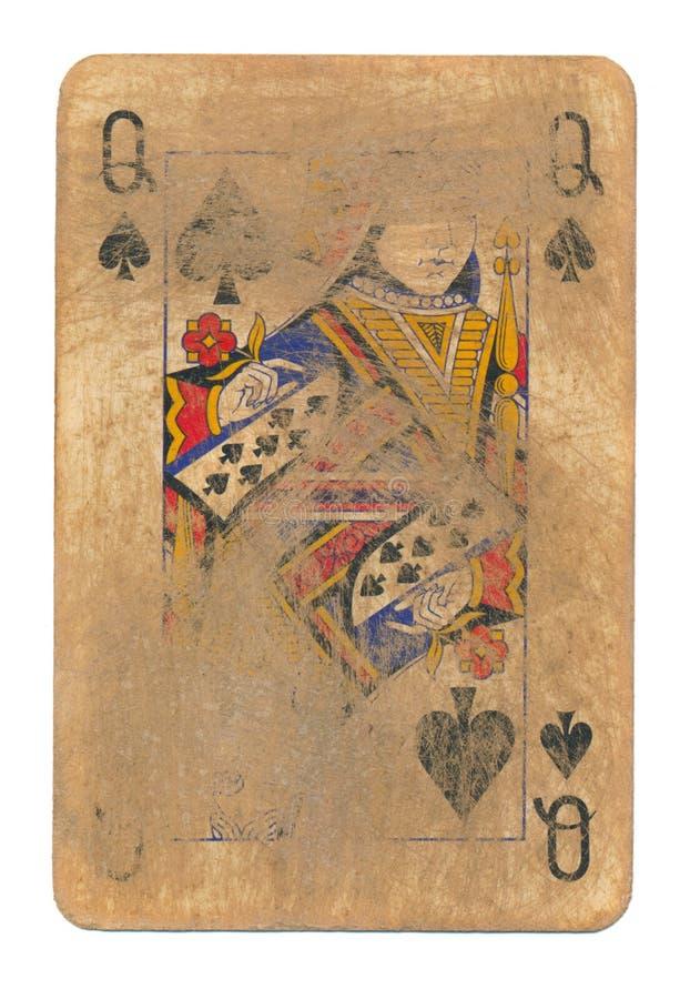 Oude gebruikte gewreven speelkaartkoningin van spadesdocument geïsoleerde achtergrond stock afbeelding