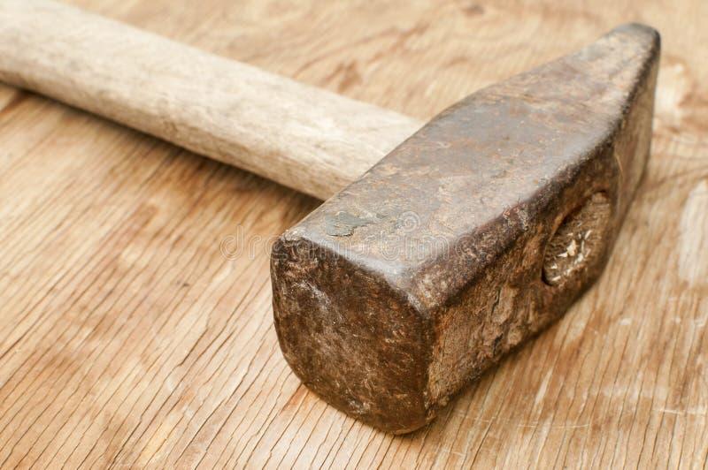 Oude gebruikte hamer stock foto