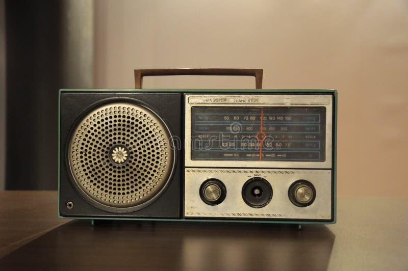 Oude Gebruikte Transistorradio stock fotografie