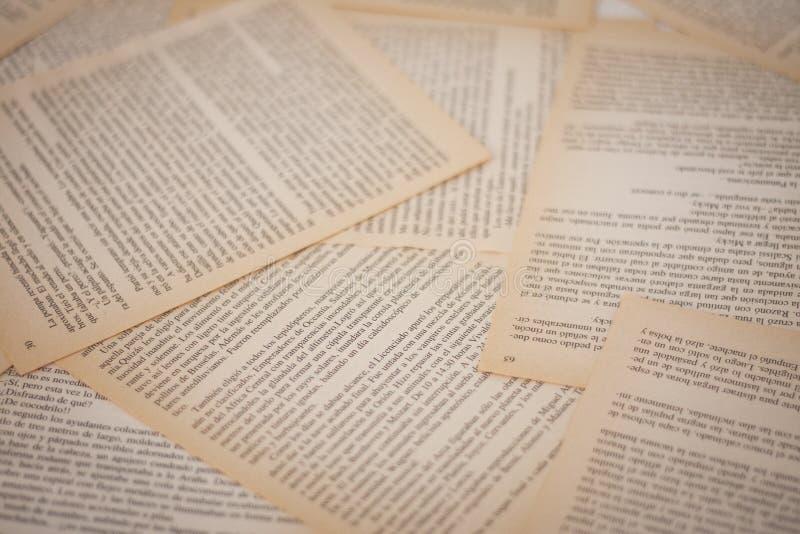 Oude gele boekpagina's, achtergrond royalty-vrije stock afbeeldingen