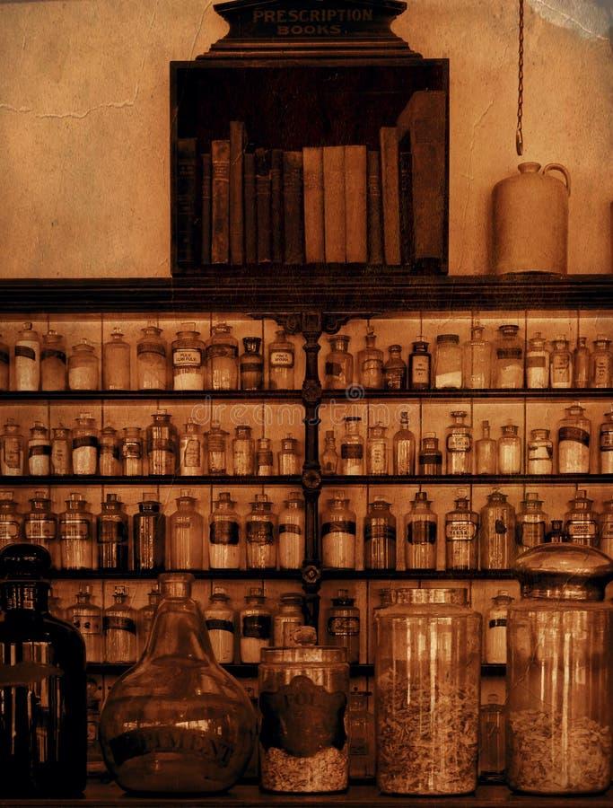 Oude, gemoedseerde scheikundige planken met jars sepia stock foto's