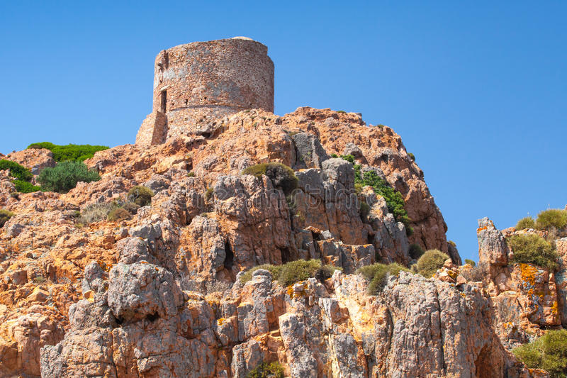 Oude Genoese-toren op Capo Rosso, Corsica royalty-vrije stock afbeelding
