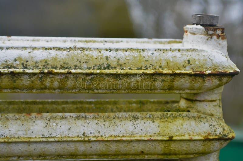Oude gietijzerradiators royalty-vrije stock afbeelding