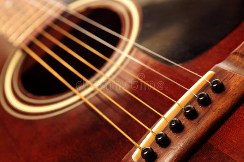 Oude gitaar dichte omhooggaand royalty-vrije stock foto