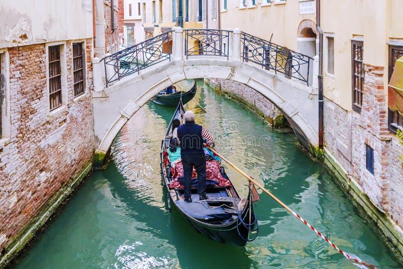 Oude Gondels in Venetië, Italië stock foto