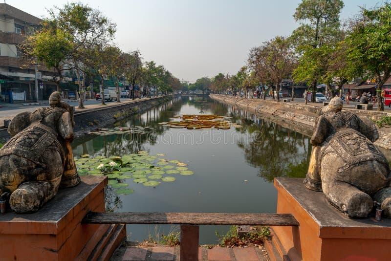 Oude gracht in het centrum van Chiang Mai-stad royalty-vrije stock afbeelding