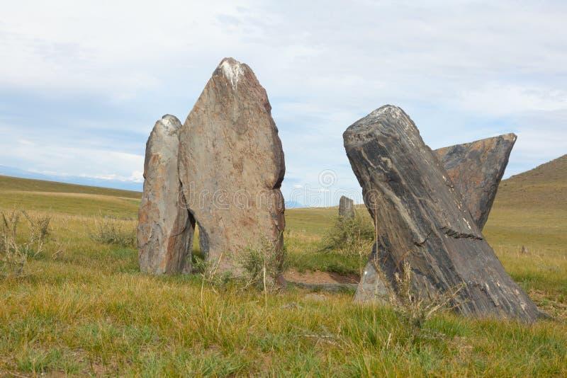 Oude grafzerken in de steppen van Altai stock fotografie