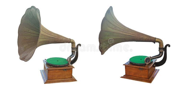 Oude grammofoon met plaat en hoornspreker op houten doos op witte achtergrond royalty-vrije stock fotografie