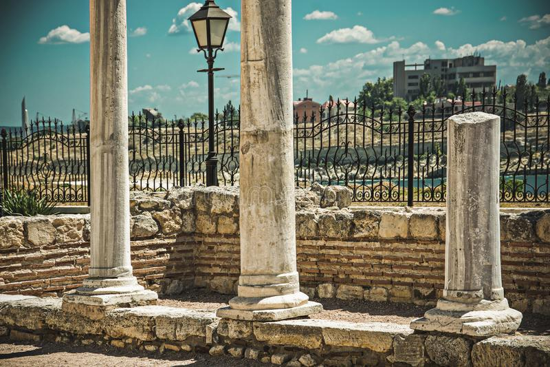Oude Griekse columnus van Chersonese sebastopol ukraine stock afbeelding