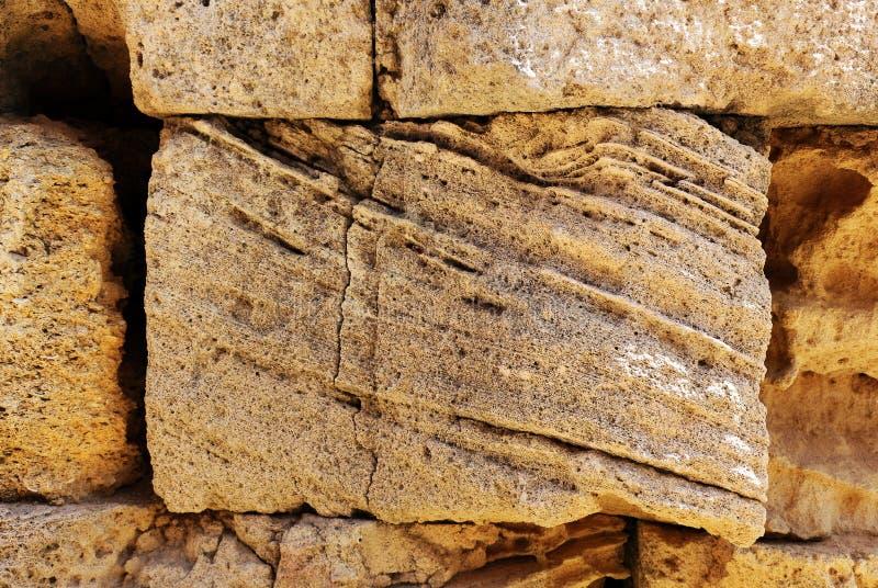 Oude Griekse kalksteenmuur stock foto's
