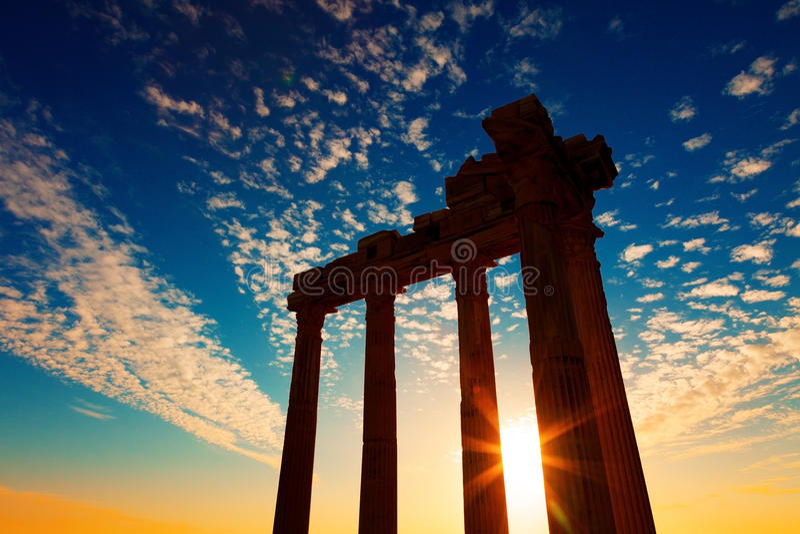 Oude Griekse ruïnes in de Turkse stadskant royalty-vrije stock foto