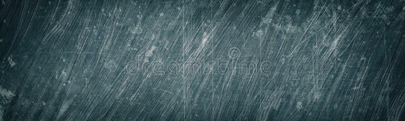 Oude grijze gekraste en bevlekte metaal brede textuur Sjofel metaaloppervlaktepanorama Donkere retro grunge panoramische achtergr stock foto's