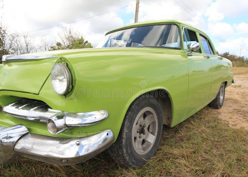 Oude groene Amerikaanse autoclose-up royalty-vrije stock afbeeldingen
