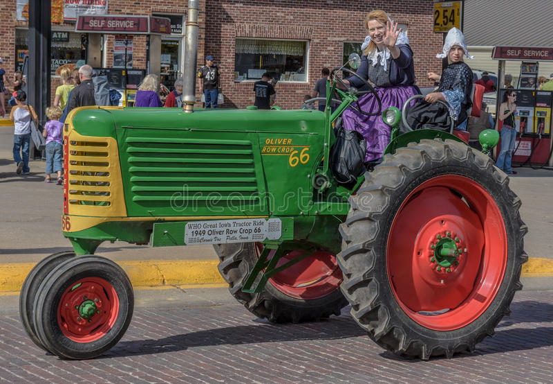 Oude Groene Oliver tractor in Pella, Iowa royalty-vrije stock afbeeldingen