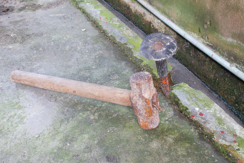 Oude hamerreeks en hulpmiddel koubeitel stock afbeelding
