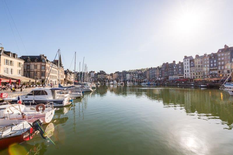 Oude haven bij zonsondergang, Honfleur, Normandië, Frankrijk, Europa royalty-vrije stock fotografie
