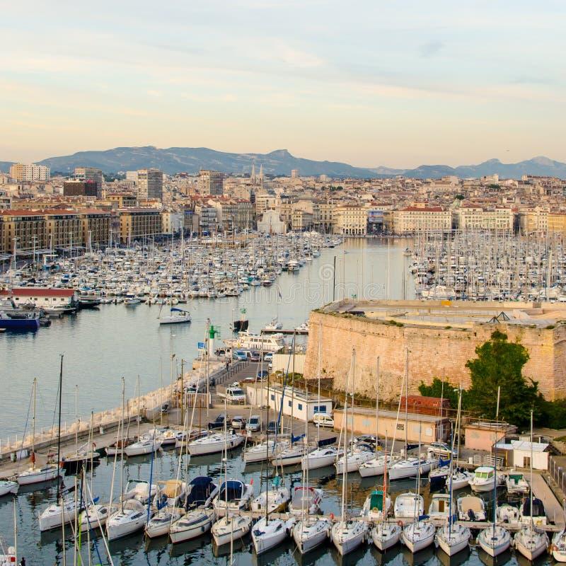 Oude haven Marseille bij schemer royalty-vrije stock foto's