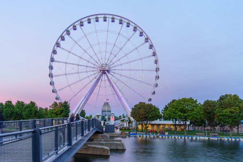 Oude haven, met het wiel van La Grande Roue, in Montreal stock foto