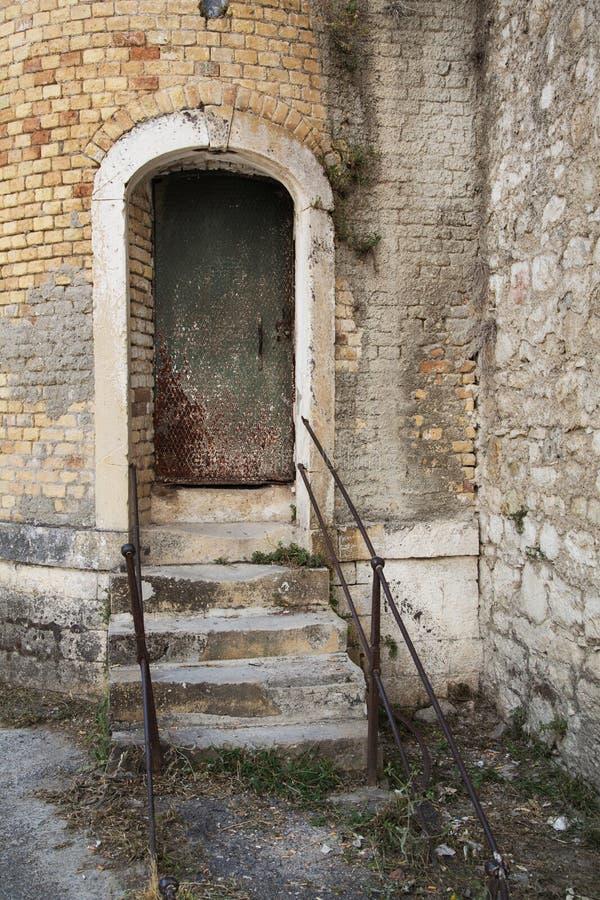 Oude haven met treden: kerker of gevangenis royalty-vrije stock foto