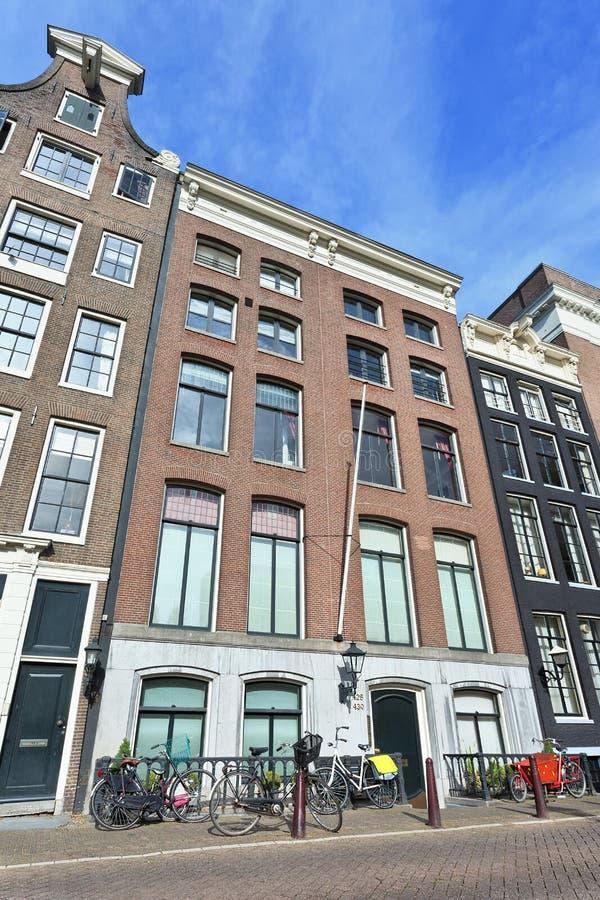 Oude herenhuizen in beroemde Keizersgracht in het kanaalriem van Amsterdam, Nederland royalty-vrije stock afbeelding
