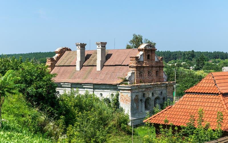 Oude herenhuizen en rustiek de zomerlandschap in Oost-Europa, de Oekraïne royalty-vrije stock foto's