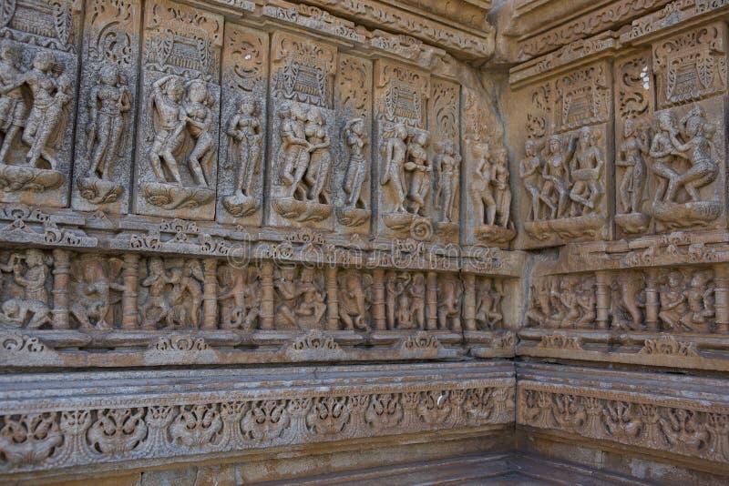 Oude Hindoese Tempel sas-Bahu in Rajasthan, dichtbij Udaipur, India stock fotografie