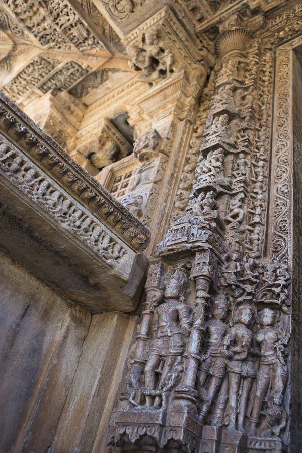 Oude Hindoese Tempel sas-Bahu in Rajasthan, dichtbij Udaipur, India royalty-vrije stock fotografie