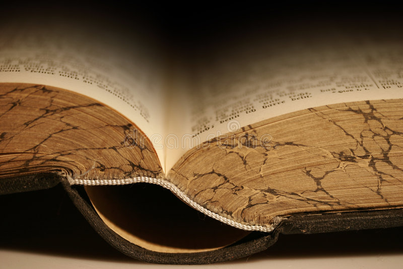 Oude historische bijbel stock foto