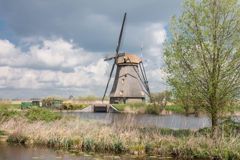 Oude historische windmolen in Nederland royalty-vrije stock fotografie