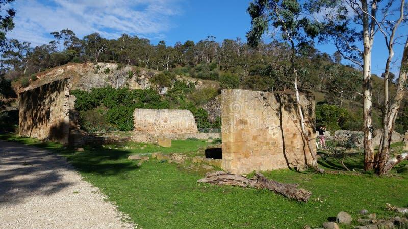 Oude hoeve/kinderdagverblijf de bouw ruïnes stock afbeeldingen