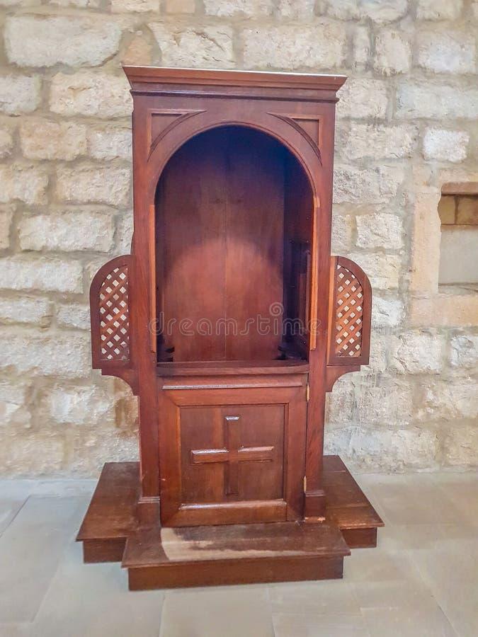 Oude houten biecht in het klooster van Iranzu, Navarre royalty-vrije stock afbeeldingen