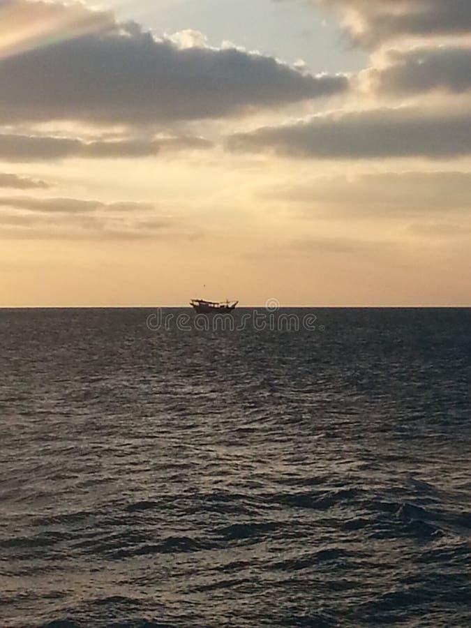 Oude houten boot in het Arabische Overzees royalty-vrije stock foto's